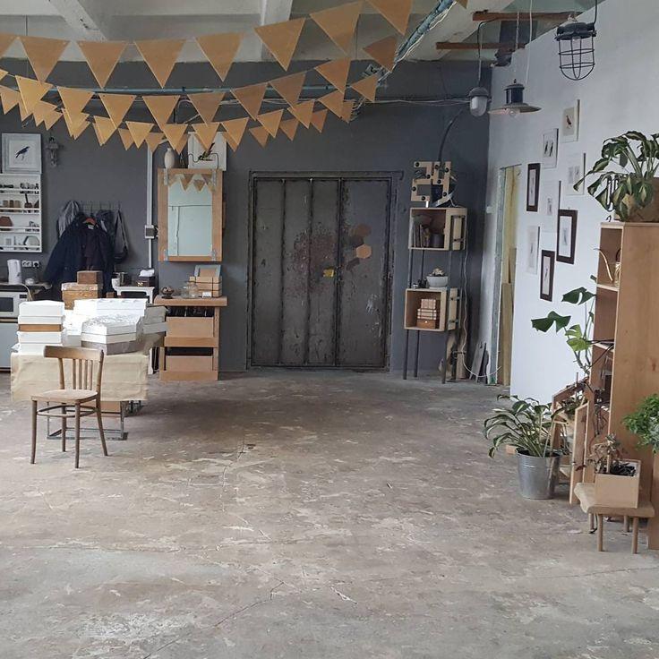 Этой фотографией я хочу сказать, что уже в мастерской и работаю в полную силу. Отпуск закончился, впереди много дел! Уже в воскресенье мы наконец-то открываем магазин, все подробности о котором я расскажу немного позже. Продуктивной недели мне и вам💪#woodha #woodhaworkshop