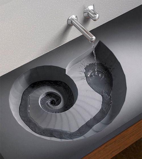 Inspiratie voor de badkamer: Een wastafel met een schelpvormige afvoer. Heel stijlvol in een badkamer met strand thema.