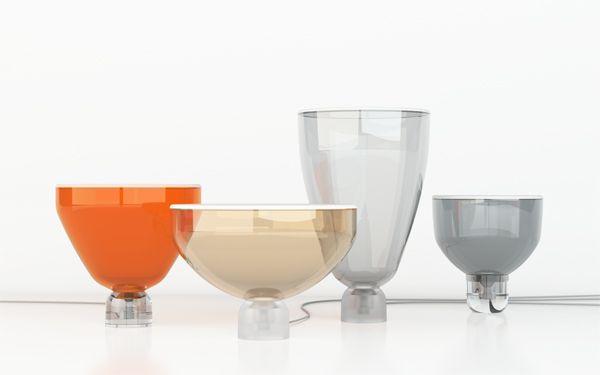 Série skleněných svítidel s názvem Lightline oslavuje sklo jako materiál každou svou částí. Koncept light line, světelné linie, vychází z rozdílných vlastností skla a jeho podob. Návrh využívá efektu rovnoměrně rozptýleného světla na pískované ploše, kterou lze z profilu vnímat jako světelnou linku.