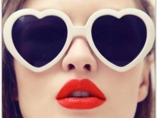Valentýnský beauty manuál. Ať už Valentýna slavíte nebo ne, zamilované edice kosmetiky stojí za to! Inspirujte se našimi tipy i romantickými filmovými scénami.
