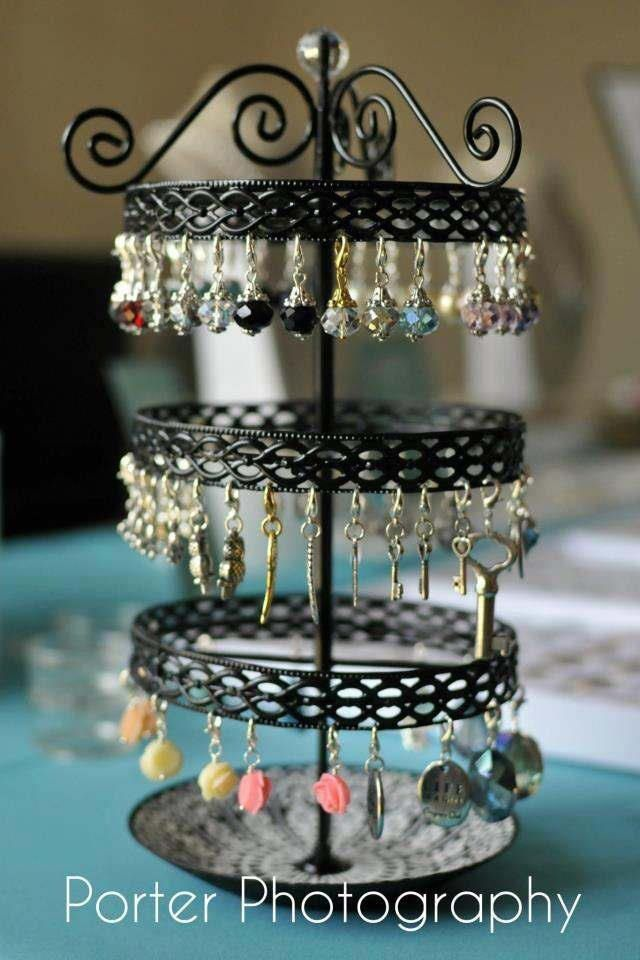 Cute, organized way to display your Origami Owl dangles!  | http://loveablelockets.com