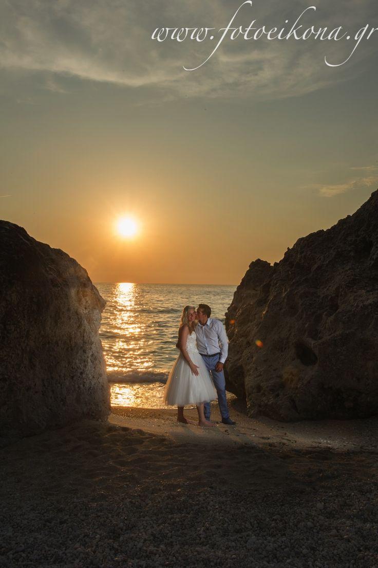 A sunset wedding photography on the beach Kalamitsi #Lefkas #Ionian #Greece #wedding #weddingdestination #sunset Eikona Lefkada Stavraka Kritikos