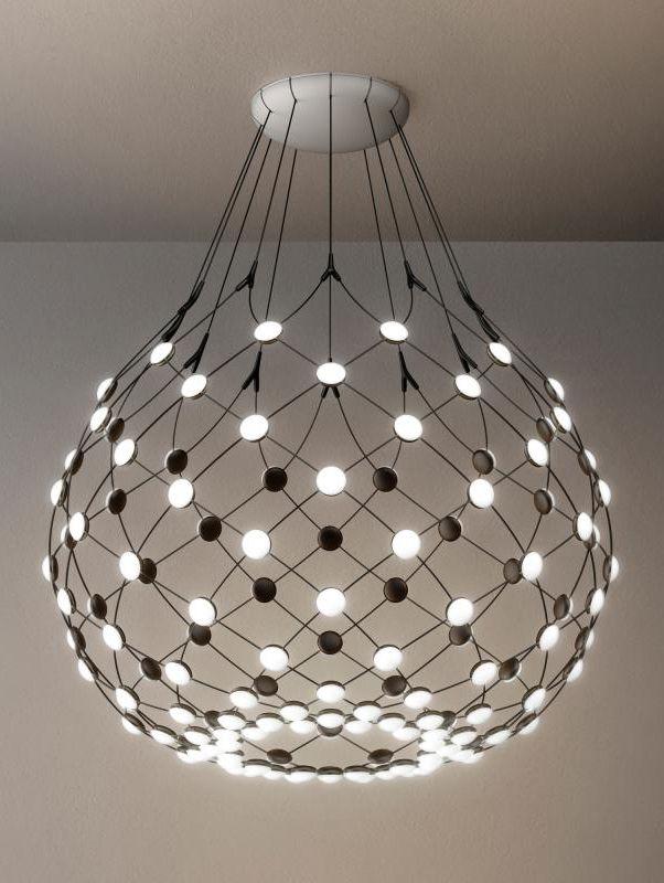 Luceplan Mesh D86 Ein Spektakulares Und Einzigartiges Lichtobjekt Das In Der Lage Ist Sich An Den Raum Und Die Hangeleuchte Lampen Wohnzimmer Pendelleuchte