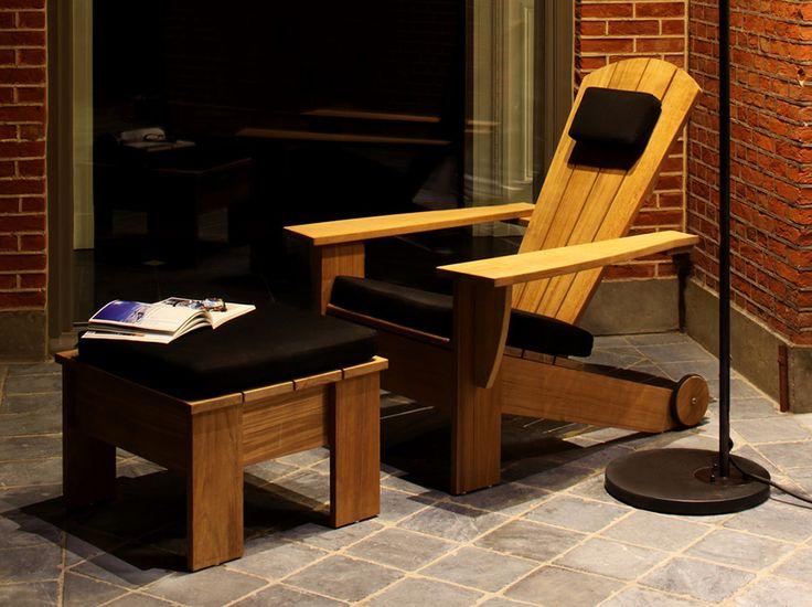 Si basa sulla sedia Adirondack progettata da Thomas Lee nel 1903 per la sua casa estiva a New York. Questo classico americano è stato aggiornato favorendo l'equilibrio estetico, migliorando la funzionalità e il livello di raffinatezza, senza rinnegare le sue radici.