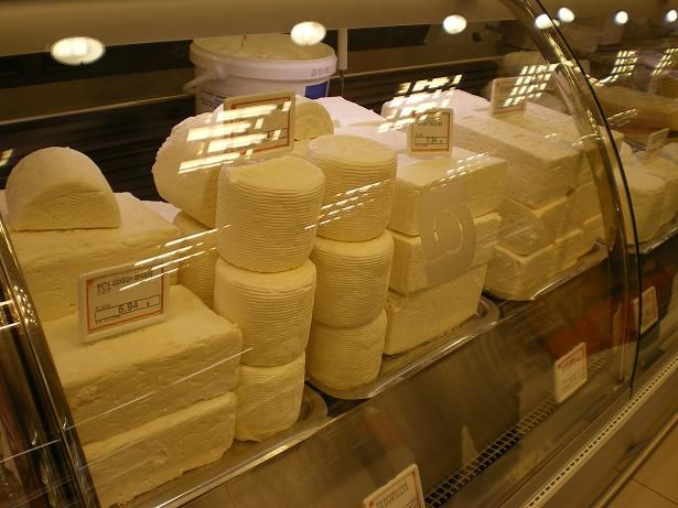 A list of the most popular Greek and Cypriot cheeses and their description, with recipes to use them. #Greek_cheeses