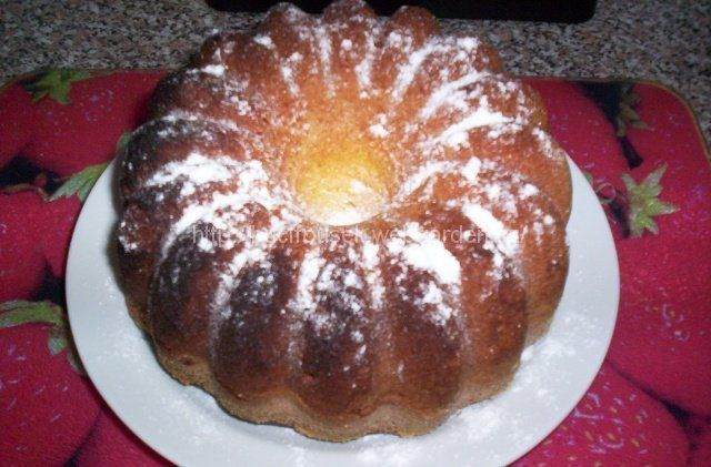 """""""Fantastická pudinková bábovka"""" - od Mileny Š. SUROVINY4 celá vejce, 150g cukru, 200ml oleje, 1 prášek do pečiva, 4 vanilkové pudinky (já neměla, tak jsem použila tři vanilkové a jeden jahodový a rozhodně to na chuti neubralo)POSTUP PŘÍPRAVYNejdříve si vyšleháme celá vejce s cukrem do pěny a poté přiléváme postupně olej. Nakonec zašleháme prášek do pečiva smíchaný s vanilkovými pudinky (nevařit, pouze prášek) a hotové těsto nalijeme do sádlem vymazané a strouhankou vysypané bábovk..."""