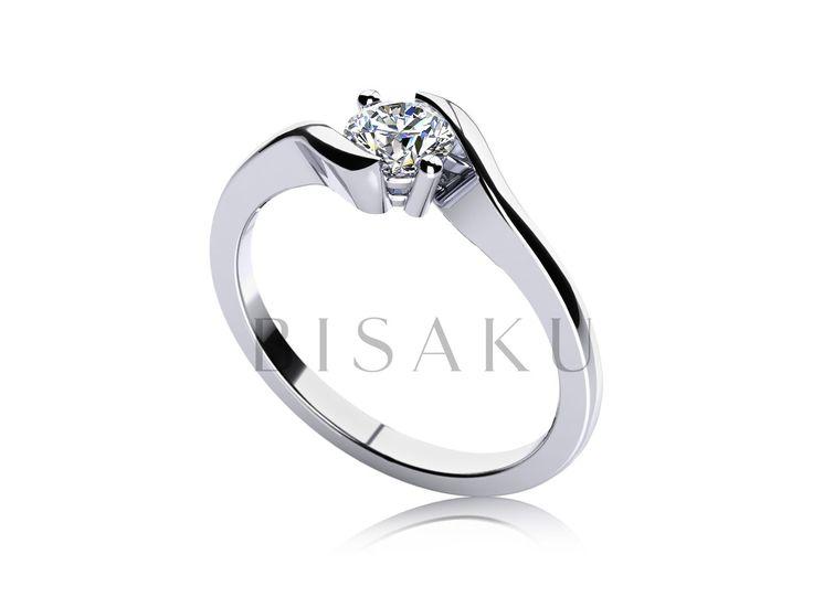 C15 Víte co se stane, když se moderní pojetí zásnubního prstýnku spojí s nestárnoucí klasikou? Vznikne úchvatný model, jehož design ocení ti z vás, kteří si pro svoji partnerku představovali prstýnek s nižším profilem. Kamínek je vsazen mezi elegantně stočené konce prstenu a je doplněn o dvě klasické krapny. #bisaku #wedding #rings #engagement #svatba #zasnubni #prsteny