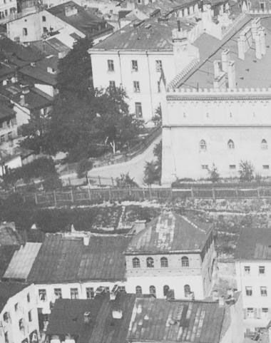 Aerial view of the Saul Wahl synagogue on Podzamcze street in the shadow of the Zamek.