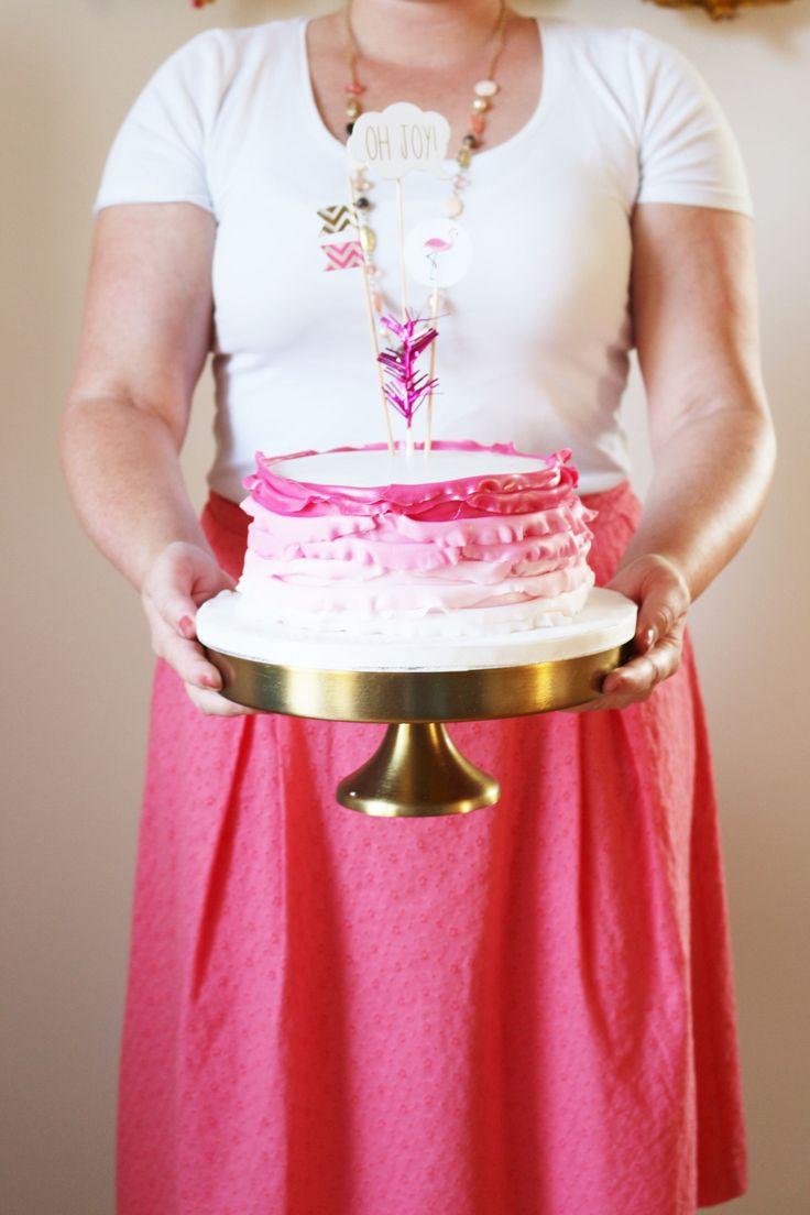 Bild: Ideen für eine Flamingoparty mit Deko und sommerlichen Partyfood Rezepten, Ombre Torte von Cook and Cookies,gefunden auf Partystories.de