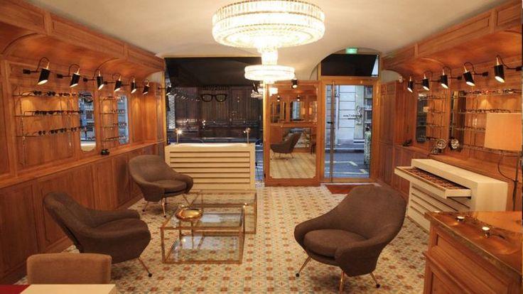 Beaux matériaux et  ambiance chic début de XXe siècle pour la boutique de l'opticien artisanal, Alexandre Caton.