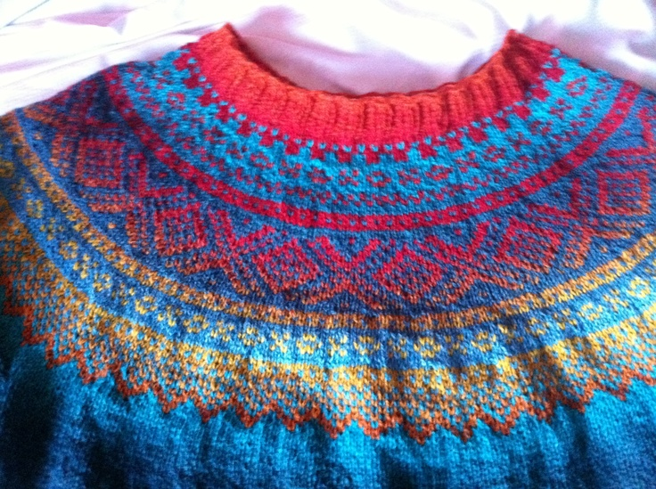 Marius sweather knitted in Kauni yarn.