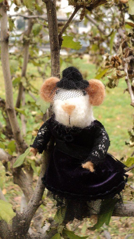 Handmade needle felted victorian mouse miniature by Kunuli on Etsy