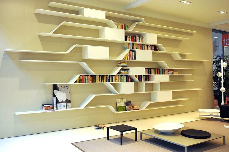 Boekenkast op maat in wit staal - moderne woonkamer
