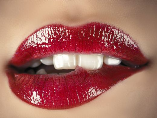 Küssen mit Lippenstift ohne dass etwas verschmiert: 4 ultimative Tipps vom Profi