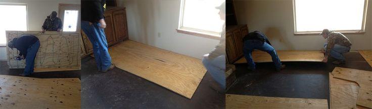 Onde as tábuas foram posteriormente instaladas. Folhas de madeira compensada foram coladas no contra piso de cimento (com adesivo especial para isso) para melhor nivelamento.