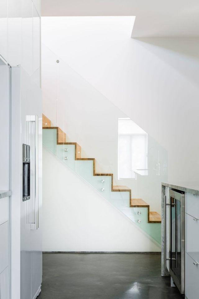 Hölzerne-Faltwerktreppen-Glastreppengeländer-Mentana-Residence.jpeg (640×960)