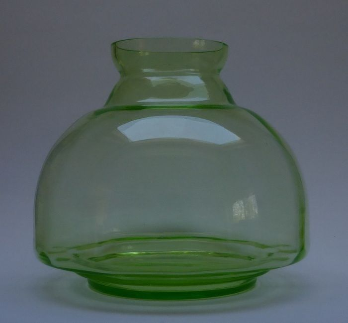 Currently at our Catawiki auctions: A.D. Copier - big green glass vase