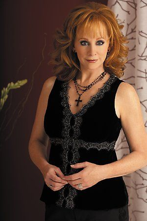 """( ☞ CELEBRITY 2016 ★ REBA McENTIRE ♪♫♪♪ Country """" THAT WEAR A CROSS † 2016 ) ☞ ★ ♪♫♪♪ Reba Nell McEntire - Monday, March 28, 1955 - 5' 7"""" - McAlester, Oklahoma, USA."""