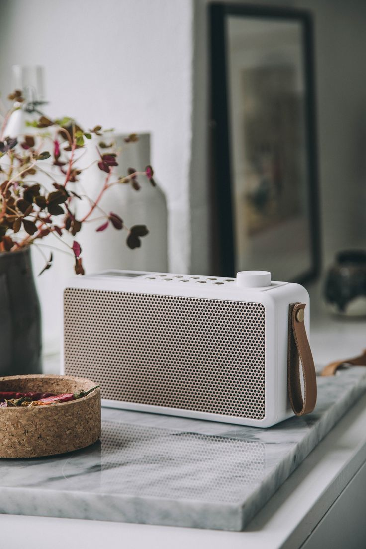 tRADIO from KREAFUNK is DAB+ radio and Bluetooth speaker in one, which enables tuning in on your favourite radio programmes or listen to your own playlist on Spotify, iTunes etc.