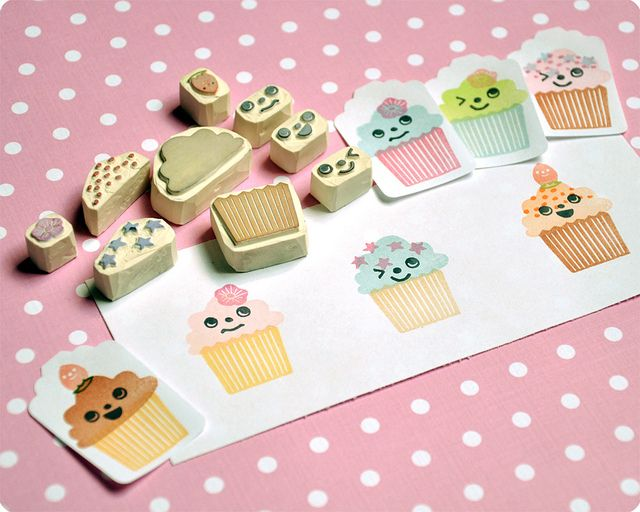 Cupcake hand carved rubber stamp (by Memi The Rainbow on flickr)