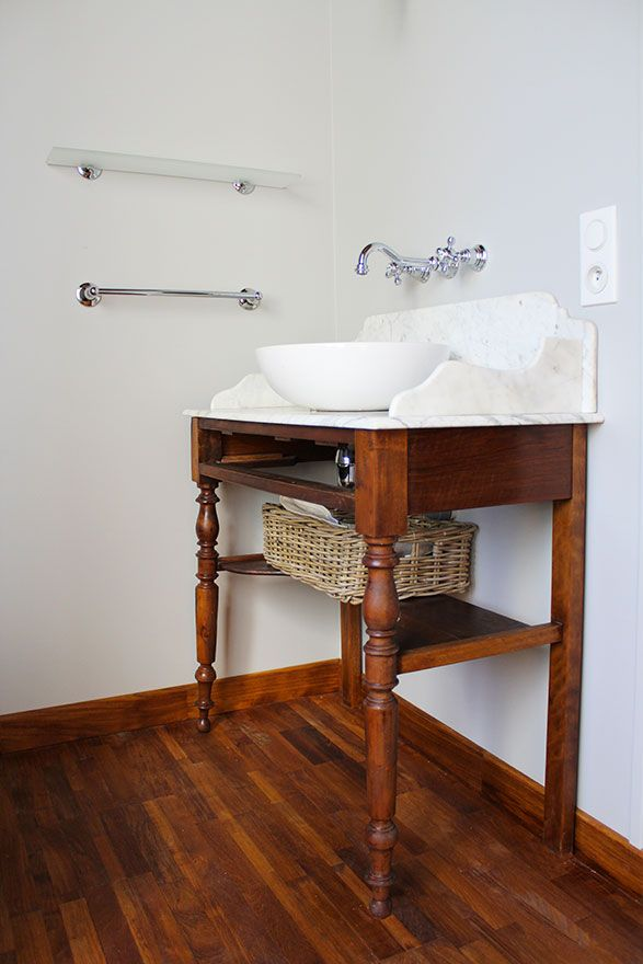 Salle de bain zelliges - Atelier Joseph - Meuble de toilette ancien ré-adapté
