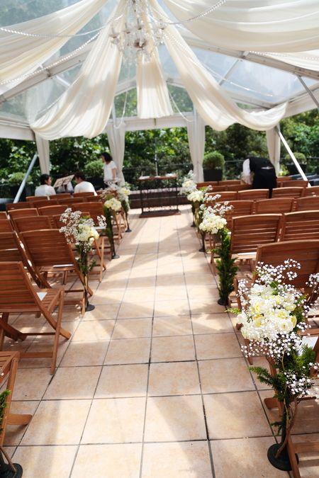 夏、日比谷パレス様への装花です。 メインテーブルはテーブルを置かない高砂ソファ、 最近人気のスタイルです。   しかし   うーん...