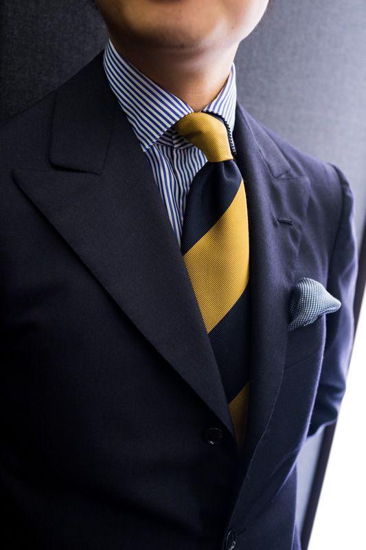 5a52cf318 Traje Azul Marino corbata amarilla
