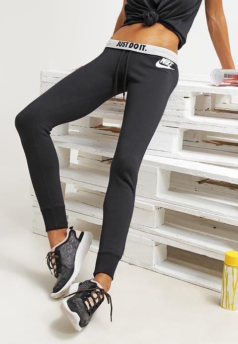 Joggings Nike Sportswear RALLY - Pantalon de survêtement - black/white noir: 44,95 € chez Zalando (au 14/11/16). Livraison et retours gratuits et service client gratuit au 0800 915 207.