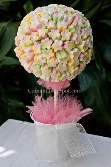 arbolito de flores de murshmallows para la mesa de dulces.