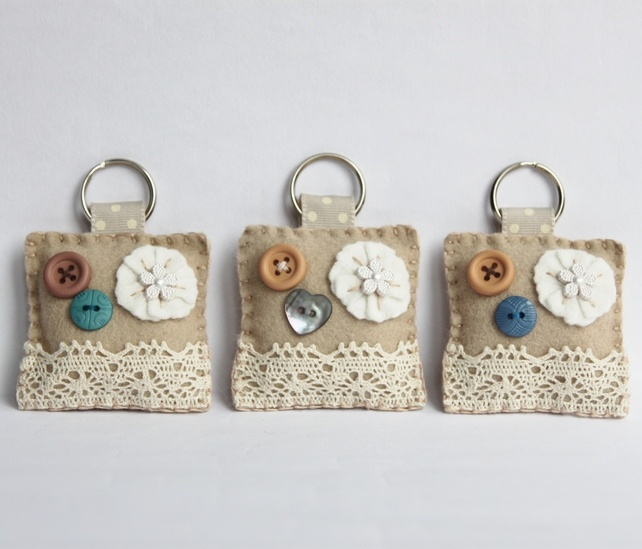 Not crazy about those particular buttons and lace, but like the idea of felt key chain