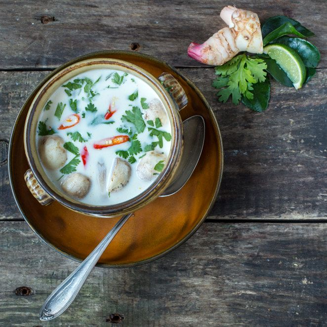 Tom Kha Gai - zuppa di pollo con latte di cocco - Springlane Magazine