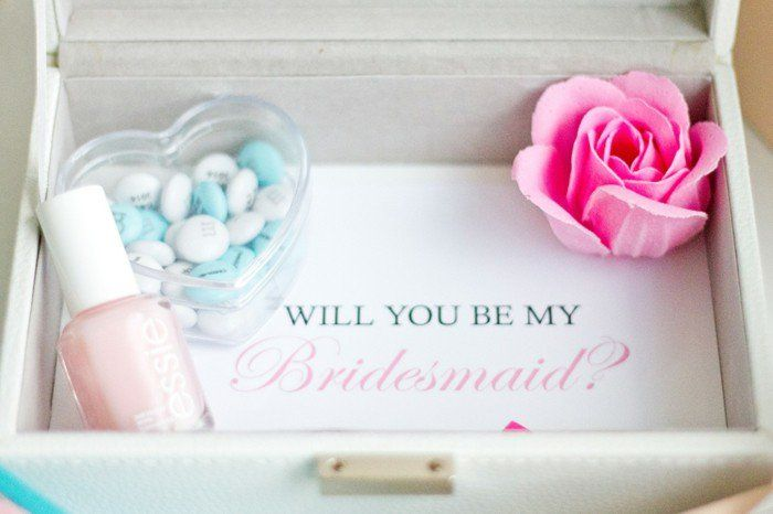 Trop cool boîte pas cher pour demander votre témoin de mariage son accord