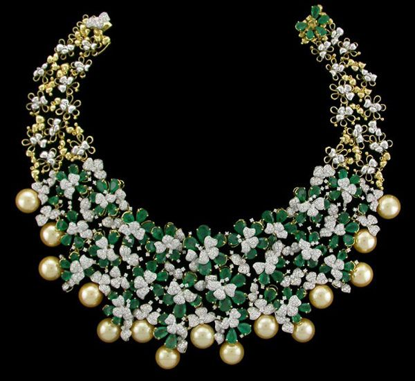 Spectacular necklace with emeralds, diamonds and pearls by BR Designs