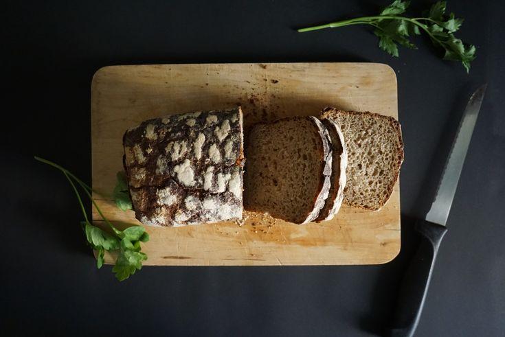 Leipä, czyli po prostu chleb, a w szczególności żytni to jeden z ulubionych składników codziennych śniadań. Syci na wiele godzin, jest treściwy i pyszny. Dla niektórych może wydawać się ciężki, lecz są to tylko pozory! ;) #finuu #chleb #pieczywo #baked #sniadanie #inspiracje #bulki #ryebread #finskakuchnia #chlebzytni