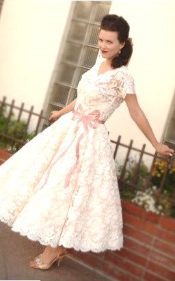 retro wedding dress! @Emily Howard they totally have this at van cleve in paoli and its adorable :-)