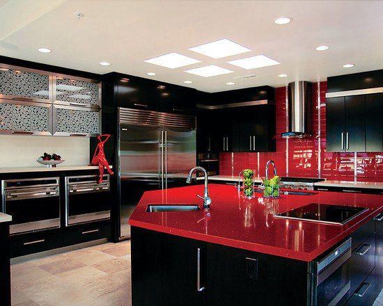 Кухонная мебель черного цвета! Элегантный, холодный, минималистский черный цвет сам по себе является красивым, но также он отлично сочетается с белым, красным или серым цветом. Кухни с мебелью в черном цвете очень элегантные и отлично смотрятся в современной интерпретации.   #недвижимость #сочи #винсент