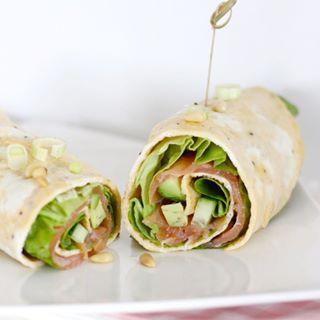 Yummie én koolhydraat-arme lunchtip: omelet rol met zalm en avocado  #lunch #tip #cottonandcream #receptonline