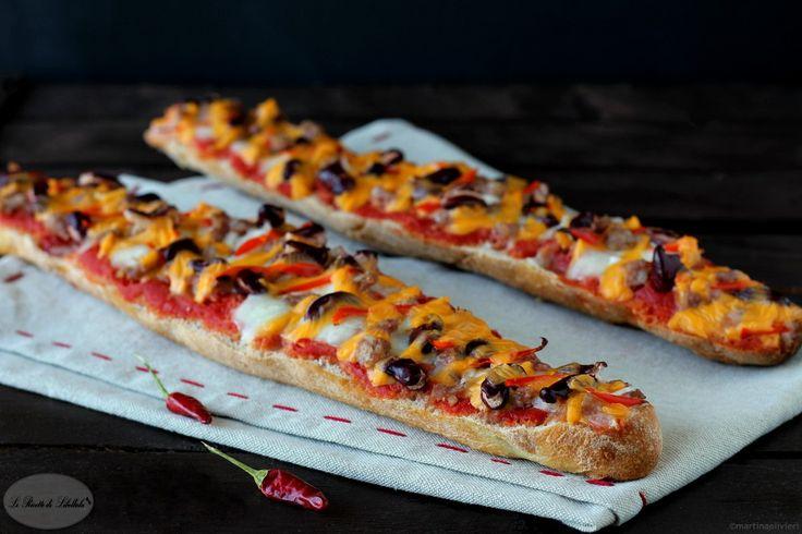 Le baguette tex mex sono dei filoncini croccanti di pane dalla ricca farcitura che richiama i sapori e i profumi della cucina messicana.