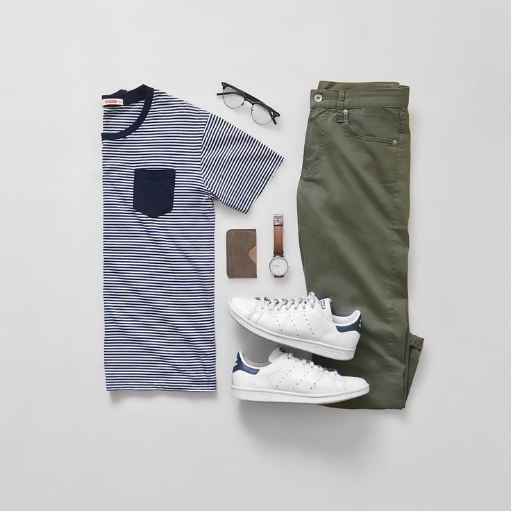 Contrast pocket tee. Olive pants. White trainers.