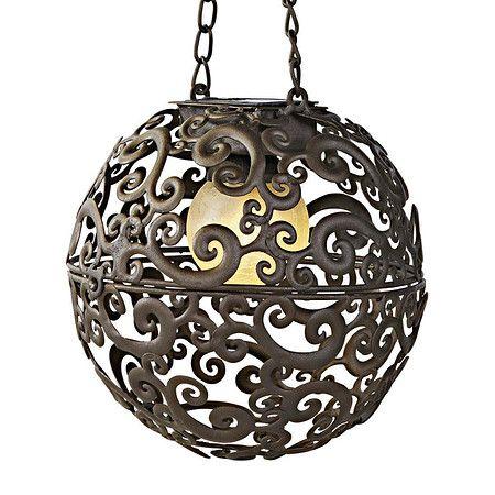 Schon eine passende Lampe für den Garten? Wie wäre es mit dieser Solarleuchte Moon Braun/Bronze. Erleuchtet wird die Kugel von einer weißen LED, mit Dämmerungsautomatik. Im Mein Schöner Garten Shop erhältlich