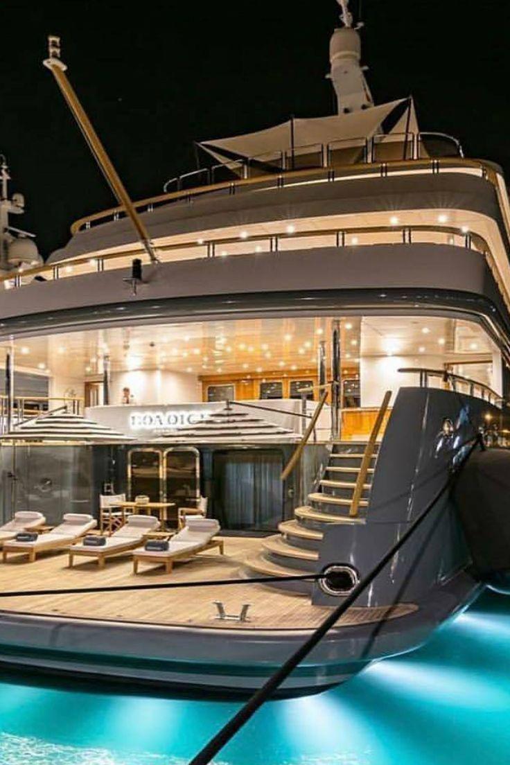 Luxury cruiser set the setting for any large gathering of influencers.