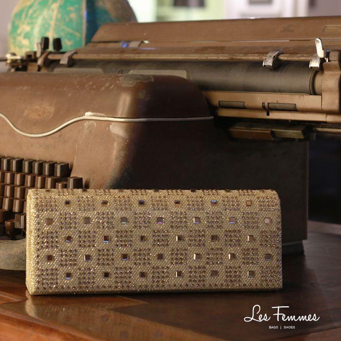 Valice, clutch dengan detail gliter memberi efek sparkling untuk kesan glamor dengan warna emas. So elegant! Detail tas : • Warna Gold • Ukuran 24*5*9 cm • Harga 149,900  Order via : Website : www.lesfemmes.co.id SMS / WA : 081284789737 Email : care@lesfemmes.co.id  Happy shopping!   Bangi Kopitiam Indonesia
