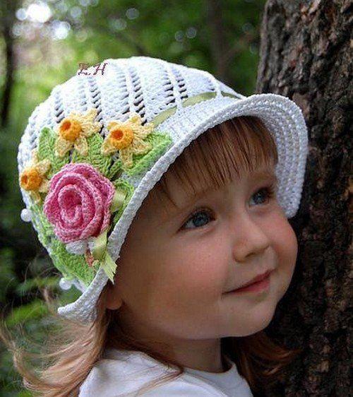 Chapeau fleuri pour fille et ses grilles gratuites !