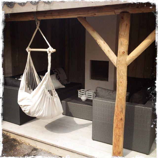 Hangmat onder overkapping