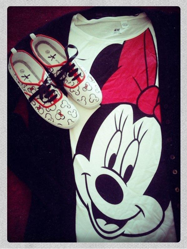 """Zapatillas pintadas con las siluetas de las caras de Minnie y Mickey Mouse Detalle: letras """"A y S"""" en la parte de detrás con formato Disney"""