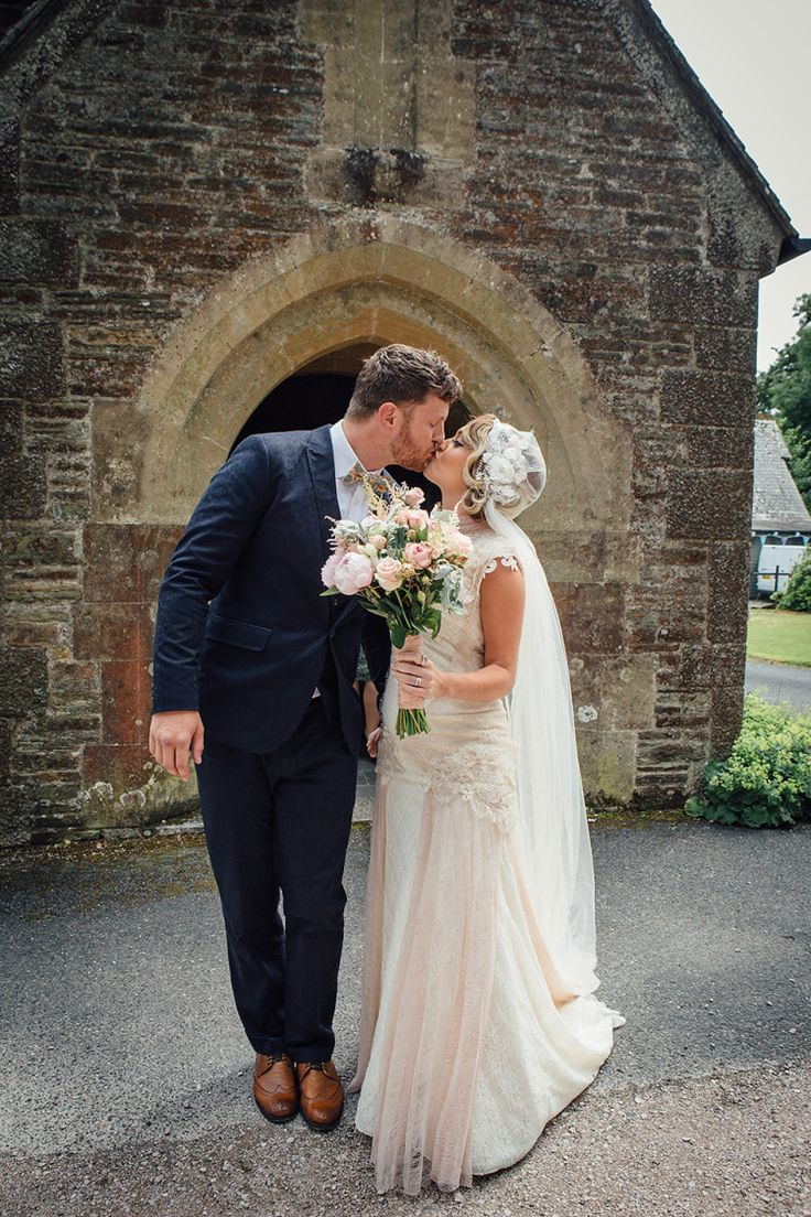 Vintage pearl bridal blog real brides news amp updates wedding - A Yolancris Gown And Skull Cap Veil For A Pregnant Bride And Her Village Hall Jamboree Style Wedding