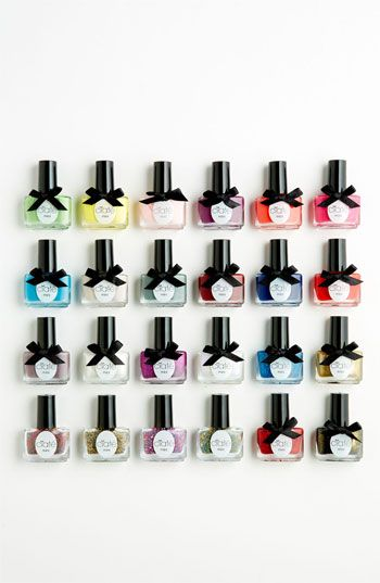 Every girl's diary can now be filled with a daily dose of delectable mini nail treats, as behind each door lies a very colorful surprise.    The Mini Mani Set is gorgeously packaged with:  - 17 of Ciaté's bestselling mini Paint Pots.  - 4 mini Caviar blends.  - 3 exclusive Paint Pot glitter shades.