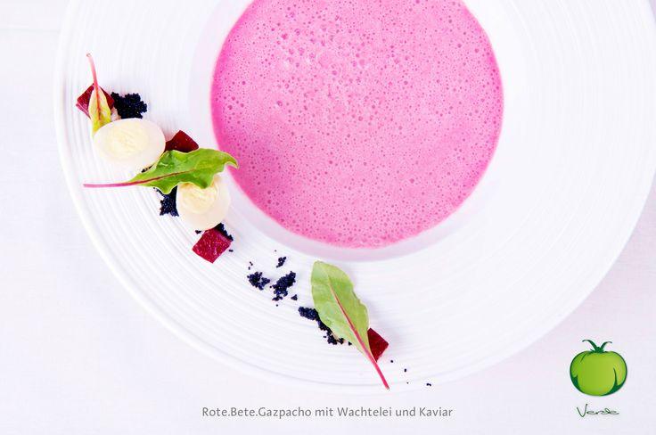Rote.Bete.Gazpacho mit Wachtelei und Kaviar   Beetroot gazpacho with quail.s egg and caviar