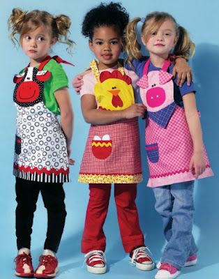 such a cute apron via www.modainfanti.blogspot.com