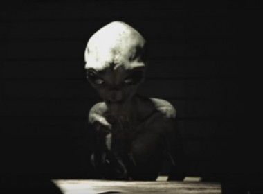 Vídeo de entrevista de ET é produção de efeitos visuais Suposta entrevista com alienígena capturado foi vista por 3 milhões de pessoas no Facebook; autor participou da criação de efeitos visuais de diversas produções   Leia mais: http://ufo.com.br/noticias/video-de-entrevista-de-et-e-producao-de-efeitos-visuais  CRÉDITO: MENI THINGS PRODUCTIONS  #Fake #UFO #RevistaUFO #Entrevista #Gray #Alien #Extraterrestre